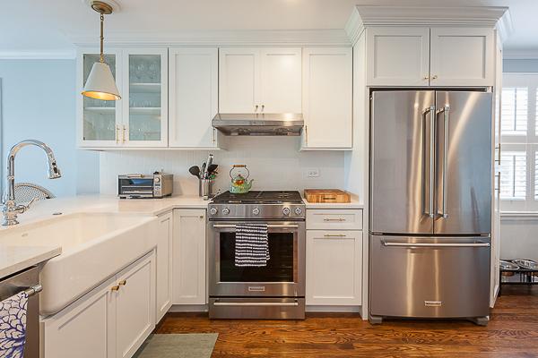 White Full Overlay Kitchen Cabinets In Elmhurst Illinois