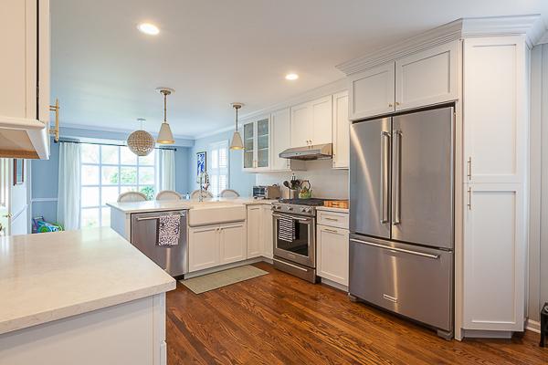 White Full Overlay Kitchen Cabinets in Elmhurst, Illinois ...