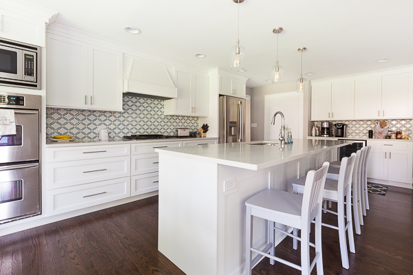 Arctic White Shaker Kitchen Cabinets in Northbrook, Illinois ...